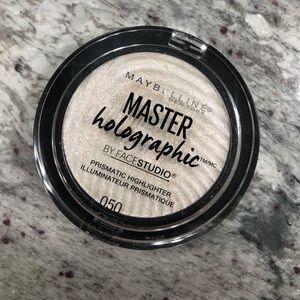 Maybelline Masterholographic prismatic highlighter